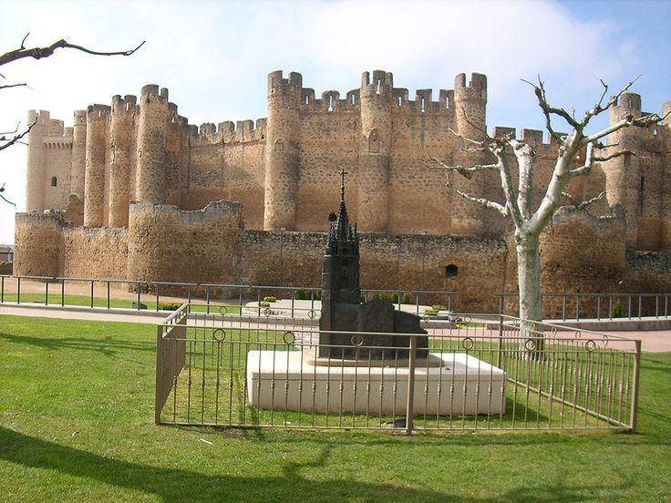 Barrera y muralla del castillo de Valencia de Don Juan.