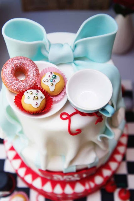 Gorgeous Alice in Wonderland themed cake from Zola Auböck