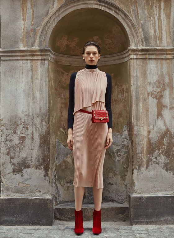 Have you seen the new Uterqüe collection? We bring you our latestdesigns in clothes, handbags, accessories and shoes.
