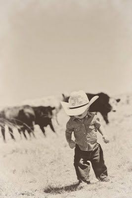love itCountry Baby Boy Pictures, Lil Cowboys, Little Cowboy Pics, Baby Boys, Cute Kids, Cowboy Hats, Little Boys, Country Boy Pictures, Stinkin