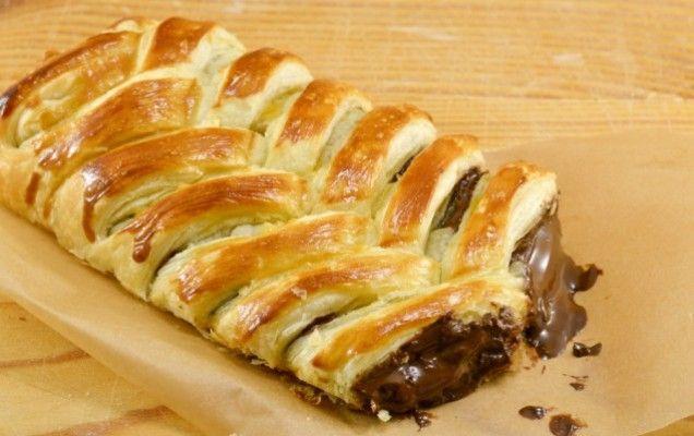 Γλυκιά πλεξούδα με πραλίνα φουντουκιού και ξηρούς καρπούς - iCookGreek