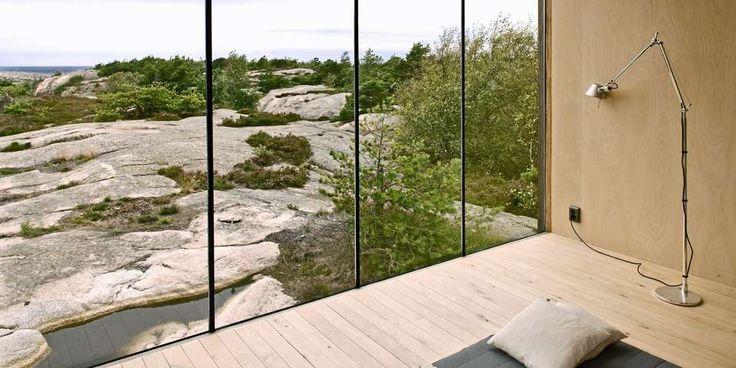 INGEN BILDER PÅ VEGGEN: Glassflatene går fra gulv til tak, og gjør det overflødig å henge opp landskapsbilder på veggene.