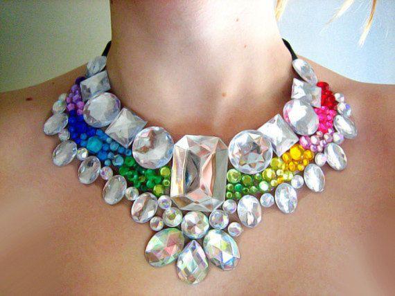 Regenbogen-Anweisung Straßkette, bunten Mega Anweisung Halskette, Jeweled Rainbow Bib Halskette, dramatische Brautschmuck