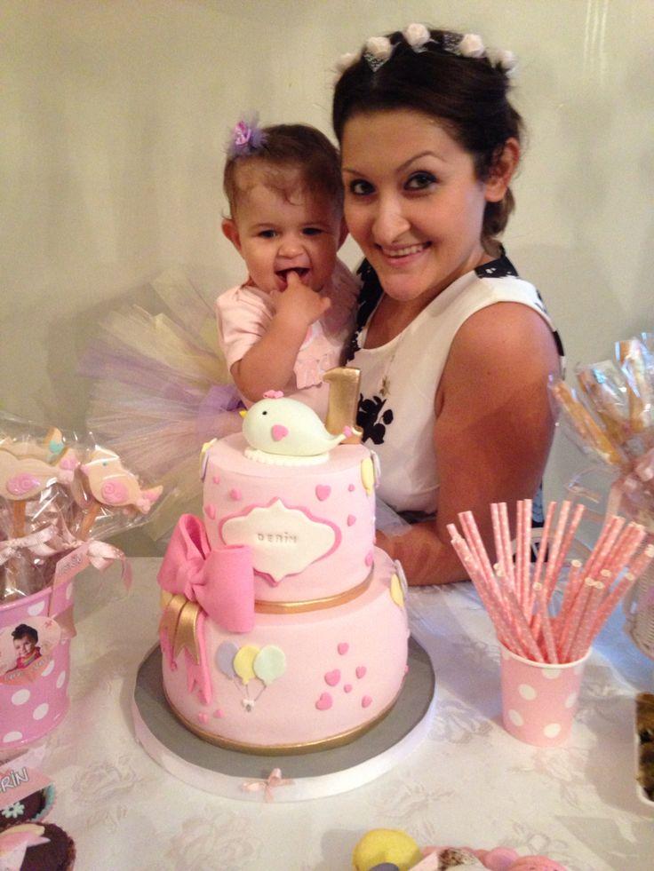 1 yaş doğum günü kız bebek