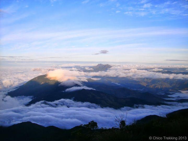 Chico Trekking: Travessia Serra Fina: exigente, porém extraordinariamente bela! O sol sobre a Pedra Da Mina e os Picos Marins e Itaguaré - BR