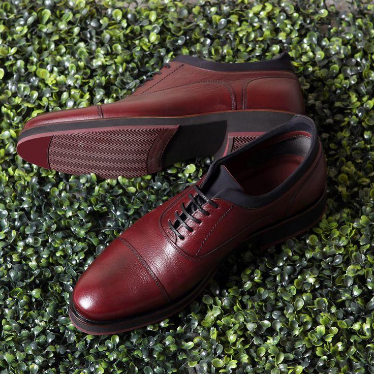 Bilek kısmında dalgıç kıyafeti kumaşı kullanılarak esneklik ve yumuşaklık kazandırılan ayakkabınızda derinin doğallığını da hissedeceksiniz!