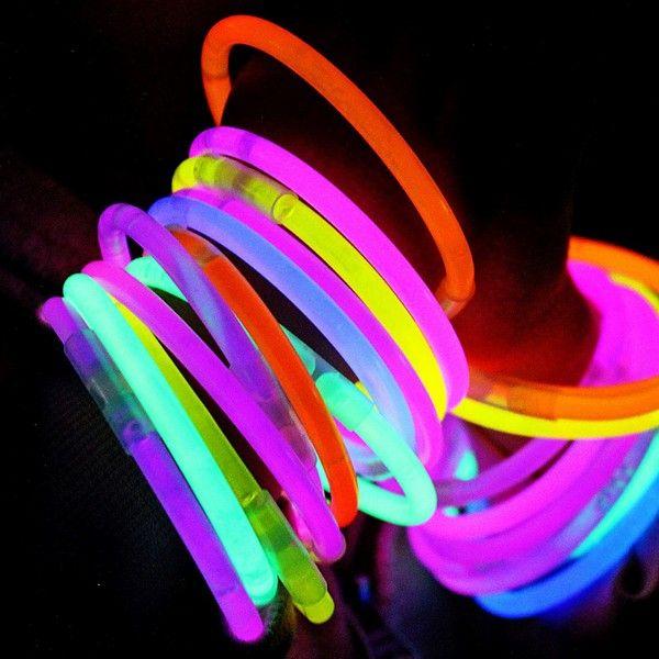 Glow armbånd, 500 stk inkl ballkoblinger | Spesialisten på glow sticks og festartikler!