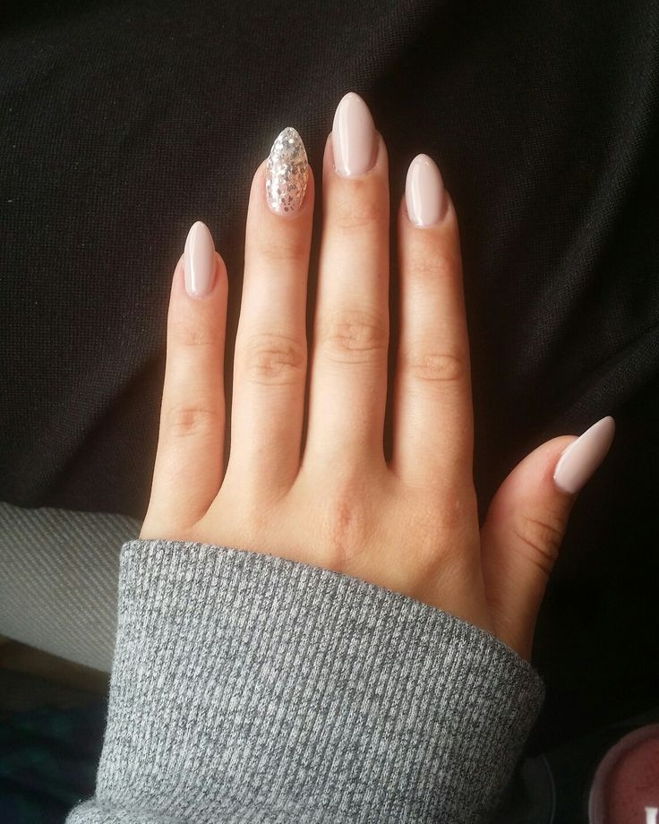 #nails #almond #nude #mandel #myself #fakenails #glitter #glitzer