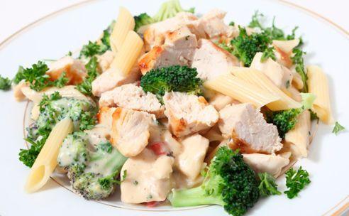 Penne met citroen, vlees en broccoli: http://www.gezondheidsnet.nl/wat-eten-we-vandaag/penne-met-citroen-vlees-en-broccoli #watetenwevandaag #gezondeten #recept