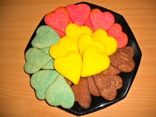 Mamme come me: Biscotti colorati http://www.mammecomeme.com/2013/05/biscotti-colorati.html