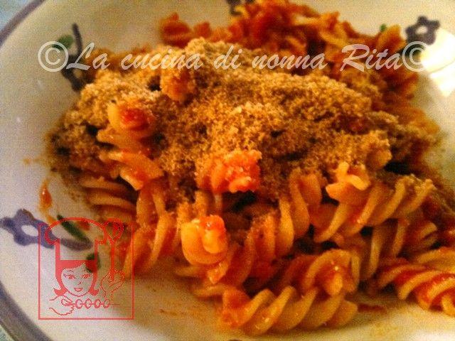 Pasta acciughe e mollica | La cucina di nonna Rita
