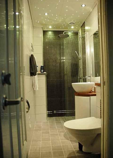 Byggahus medlem Björnbygg har satt en stjärnhimmel i badrummet. Foto: Björnbygg    En stjärnhimmel ovanför badkaret är en typ av effektbelysning som skapar stämning i badrummet. Ljuskällan placeras då utanför badrummet och du drar in fiber som ljuset kan färdas genom.