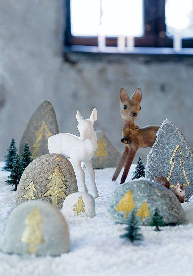 Stenen zoeken en kerstbomen op versieren
