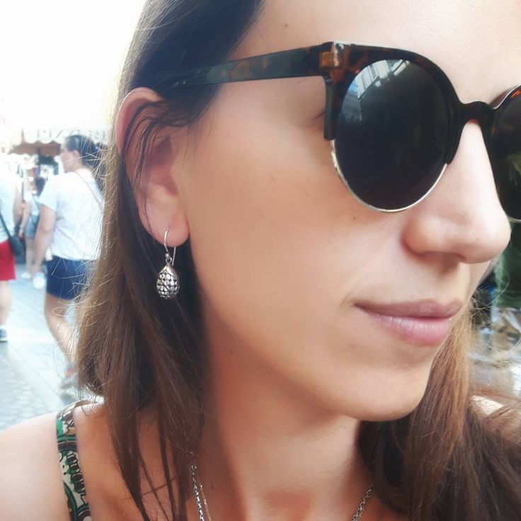 Take a stroll around Rome and look chic with the Teratai Silver Earrings.
