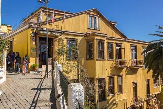 Hotel en cerro de Valparaíso, fotografía de Enrique Camus.XXX