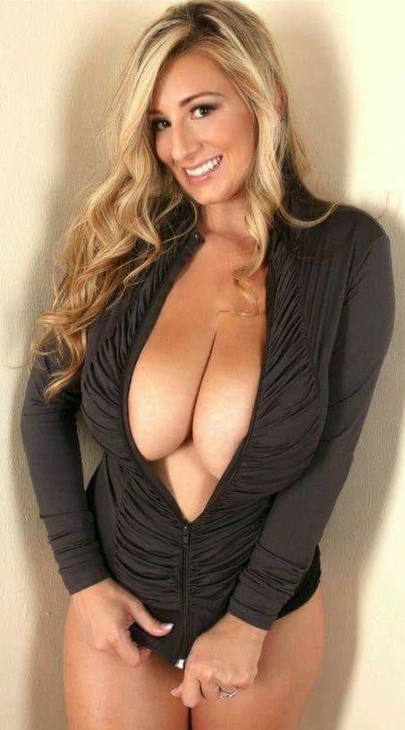 Beautiful Mature Women [28 Pics][Gallery] #milf #mature #mom #hot #sexy  #girl #busty #lingerie