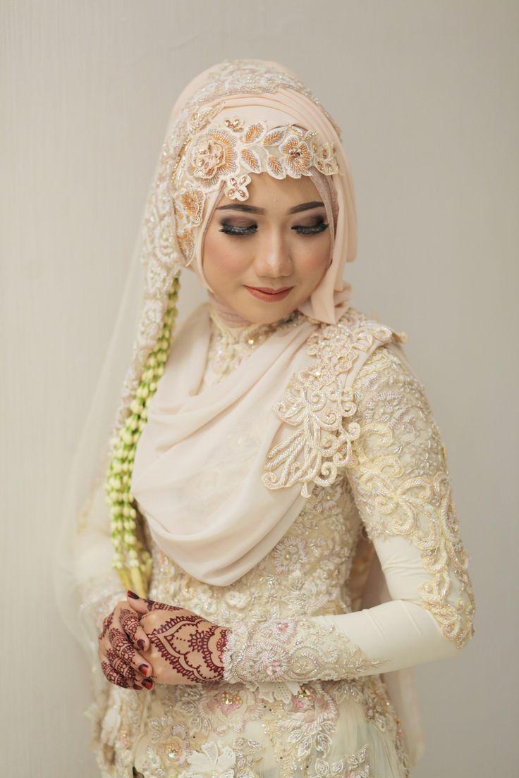 Isa & Desi Wedding oleh LAKSMI - Kebaya Muslimah & Islamic Wedding Service • Gaun pengiring pengantin | Bridal | Bridestory di Indonesia | Bridestory