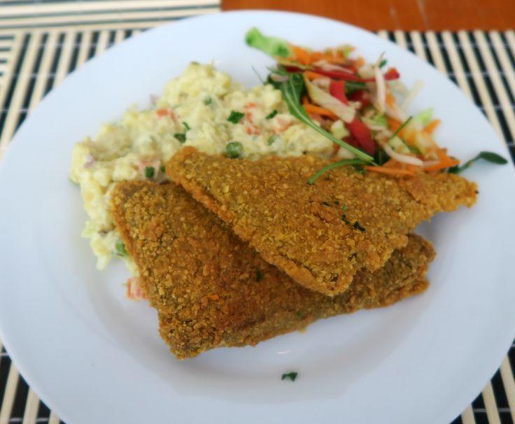 Robi řízek v kukuřičné krustě, bramborový salát s domácí tatarkou / Robi steak in corn butter, potatoe salad with homemade tartar sauce