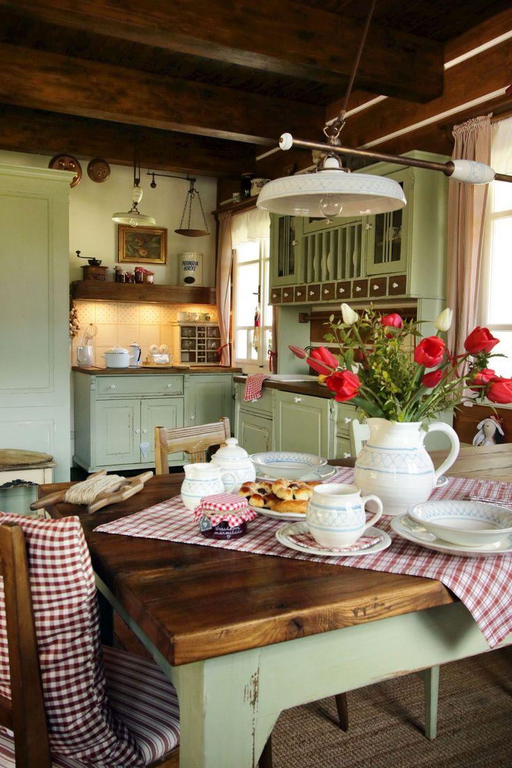 різними уютные кухоньки деревенских домов фото лавровые ветви