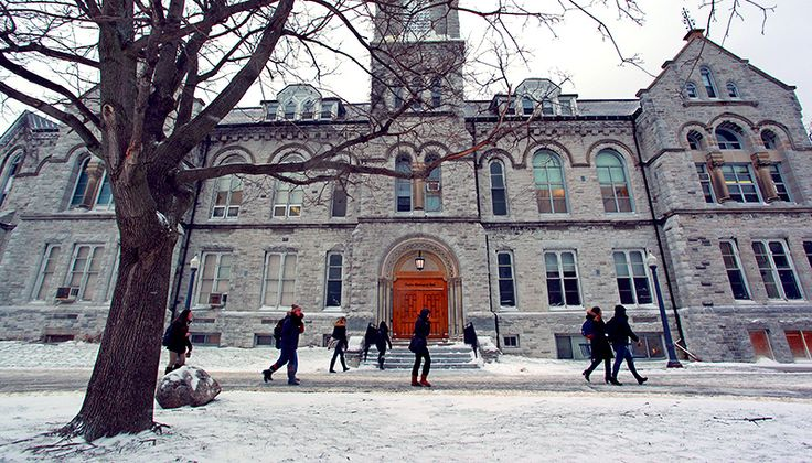 A beautiful shot of Theological Hall at @queensu in winter.