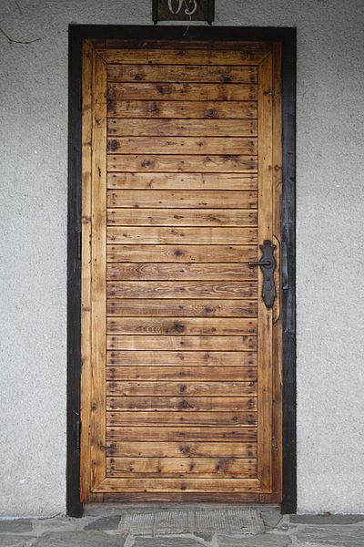 Maybe the type of wood is a bit busy in this one, but the horizontal slates surrounded by vertical slates of the same kind of wood could be simple but unique.