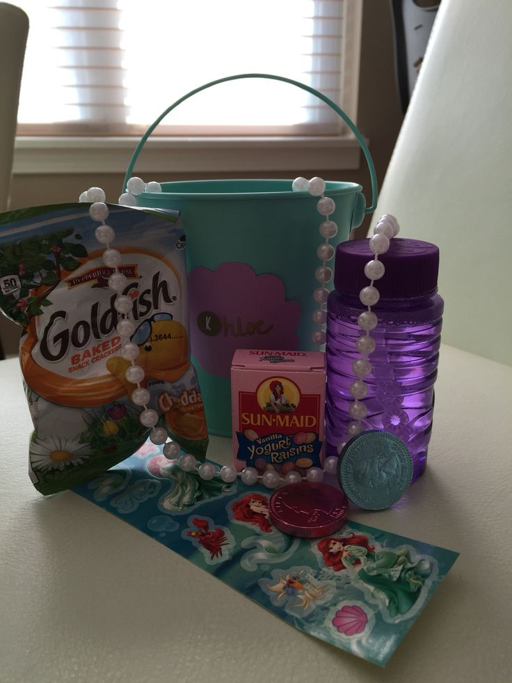 Little Mermaid party favors - mini beach pail, pearl necklace, yogurt raisins (pearl), chocolate coins, goldfish crackers and a pack of bubbles.