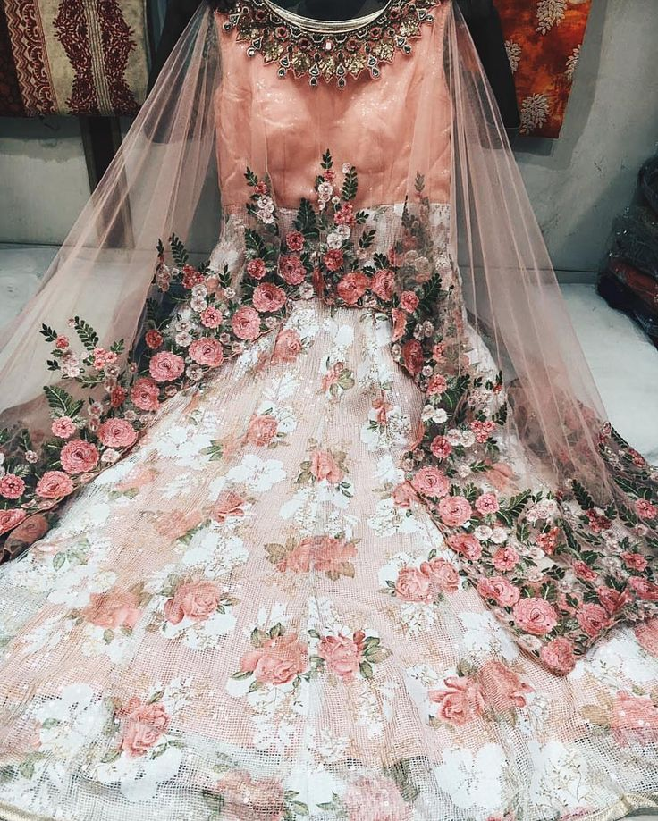 """#Indian_Wedding Ensemble: """"With a unique design philosophy, ornate aesthetics, and flawless quality, the Mina Hasan brand brings you redefined elegance in fashion."""""""