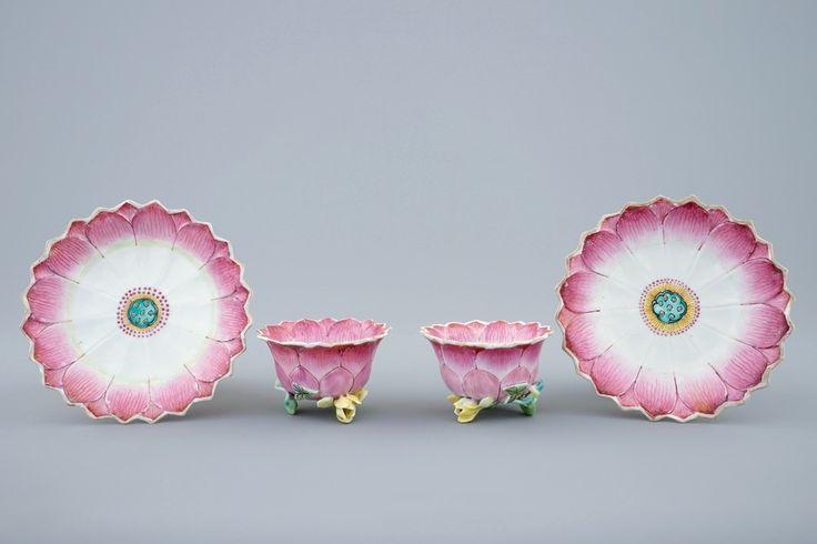 Een paar Chinese famille rose koppen en schotels in lotusvorm, Yongzheng, 1723-1735