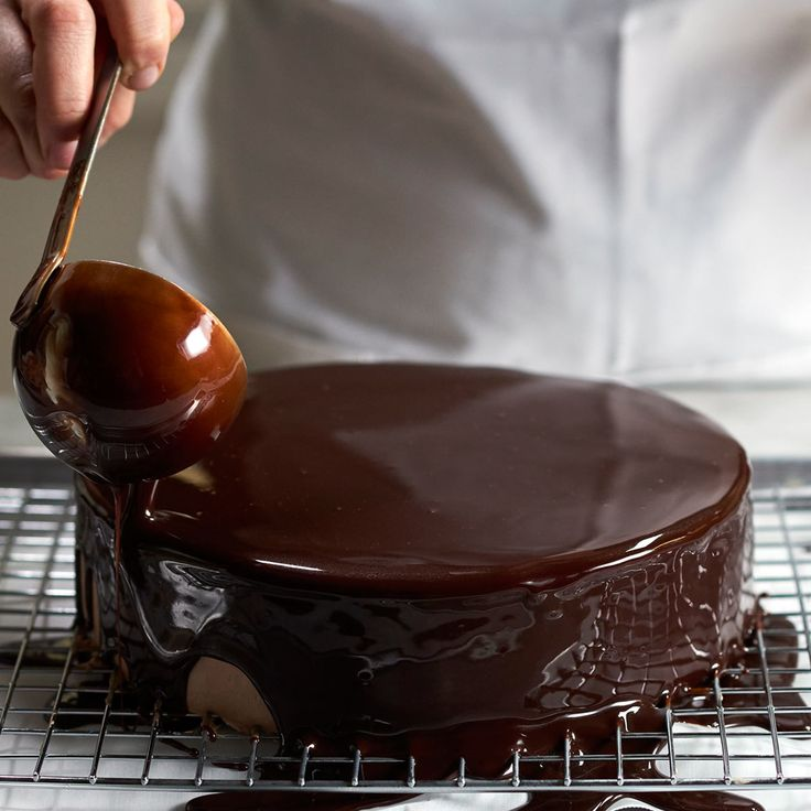 Legendary chocolatier Jacques Torres shares a 1-minute video on how to make perfect mirror chocolate glaze. Follow your cravings here!