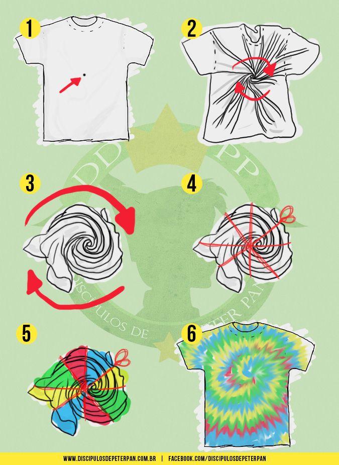 Tendência lá nos anos 70, feitas pelas mãos dos próprios hippies , as camisas tingidas em espiral (spiral tie dye) retornaram nos dois...