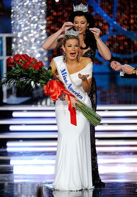 Miss America 2012 Laura Kaeppeler crowns Mallory Hytes Hagan of New York ......originally from Alabama