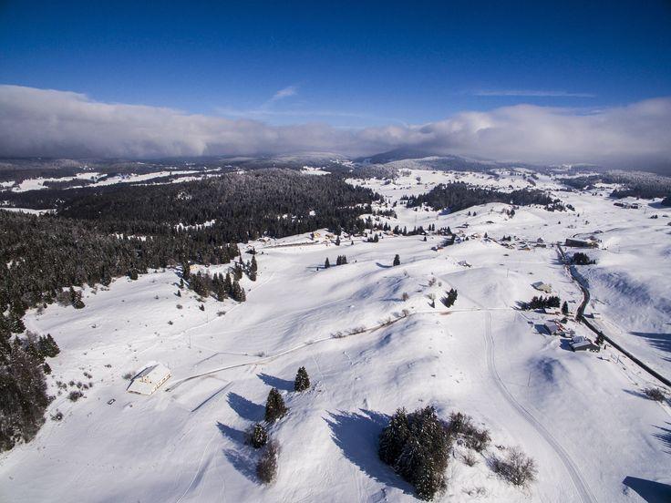 Les Haut-Jura vu du ciel, du côté de Lajoux. #montagnesdujura #jura avec #drone #dji Phantom 3 Advanced. Plus de #photos sur www.thegoodtroll.fr