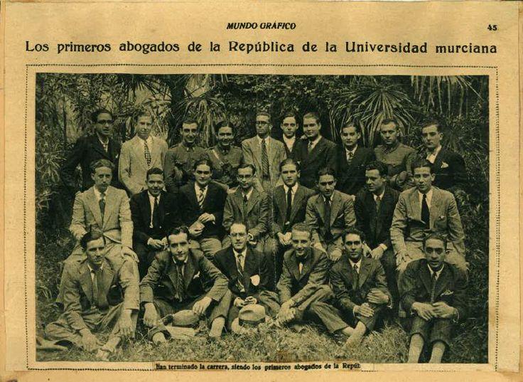 175 Aniversario ICALBA: Los primeros abogados de la República de la Universidad de Murcia. El tercero por la derecha de la primera fila es Juan Andujar Balsalobre, suegro de Agustín Alonso González, el compañero de Hellín que nos hizo llegar la fotografía.