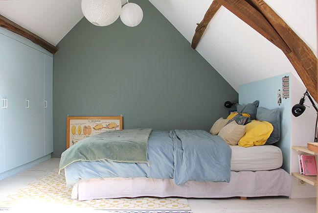 joli couleurs le vert Castle Gray de Farrow & Ball pour le mur du fond le bleu Geyser de la gamme Envie de Leroy Merlin