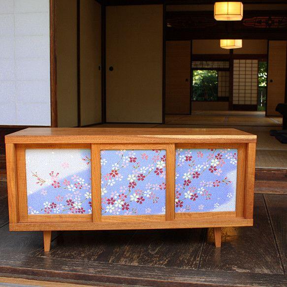 お客様の着物をリメイクして製作した一点ものの家具です。TVボードとキャビネットがあります。木材は高級家具に用いられる広葉樹を使用しています。(ケヤキ、タモ、ウ... ハンドメイド、手作り、手仕事品の通販・販売・購入ならCreema。