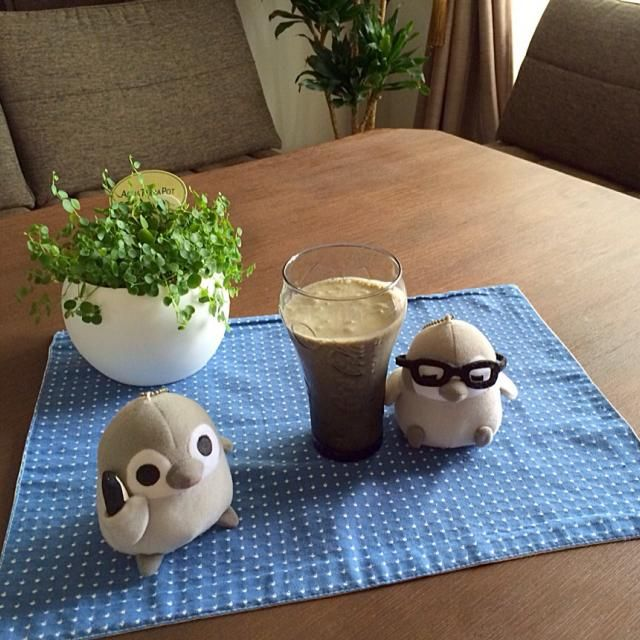ヘルシーで栄養満点のスムージーだよん。食欲のない時にピッタリよん! o(^▽^)o - 15件のもぐもぐ - バナナと黒胡麻きな粉のスムージー by pentarou