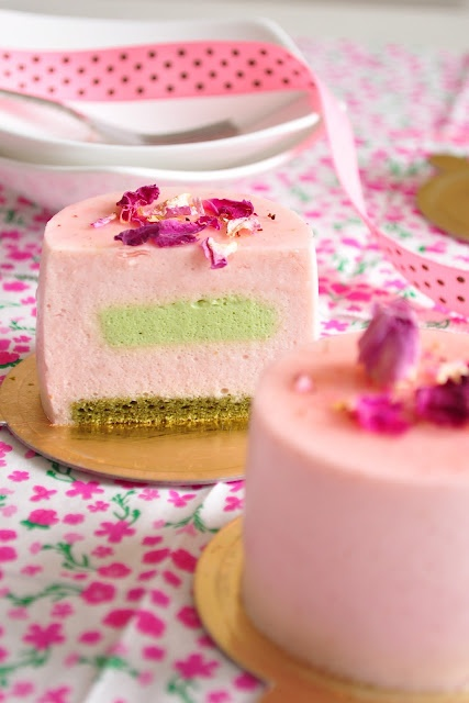 Strawberry & pistachio mousse cake, I know I won't be able to make this but pretty!!!!
