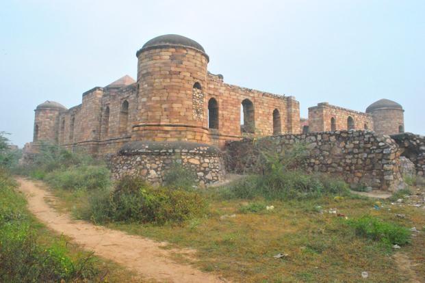 Photo: Wikimedia Commons - Sultan Ghari, New Delhi