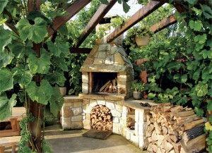 Zahradní krb s dostatečně velkou pracovní plochou (Hrdina české pískovce)