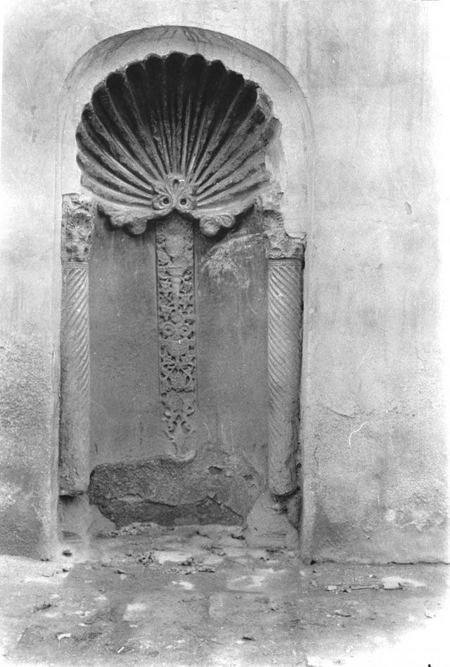 Baghdad, Khasaki Djami, mihrab with stucco decoration, March 1911, Gertrude Bell Archive, Newcastle University