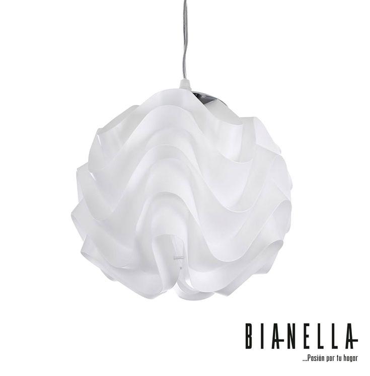 """Candil Boliu. Hecho de PVC resistente al calor que desarrolla una sensación expansiva de su espacio de iluminación sin abrumar los sentidos. El cable de 59"""" se ajusta a 19.7"""" lo que le permite colocar Boliu de acuerdo con sus necesidades. Perfecto para entornos que necesitan un flujo de luz relajante. Medidas:23x23x23 cm. No incluye focos. #Lámparas #Candiles #LámparasDeMesa #LámparasDePiso #DecoraciónParaElHogar"""