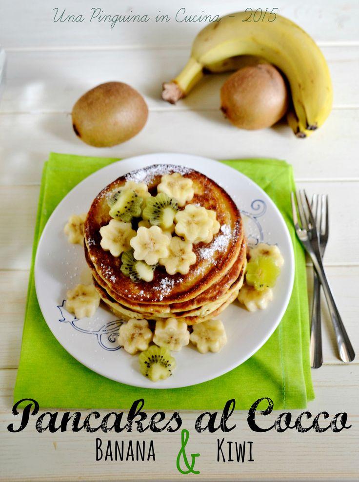 Pancake al cocco, con banane e kiwi; pancakes with coconut, bananas and kiwi