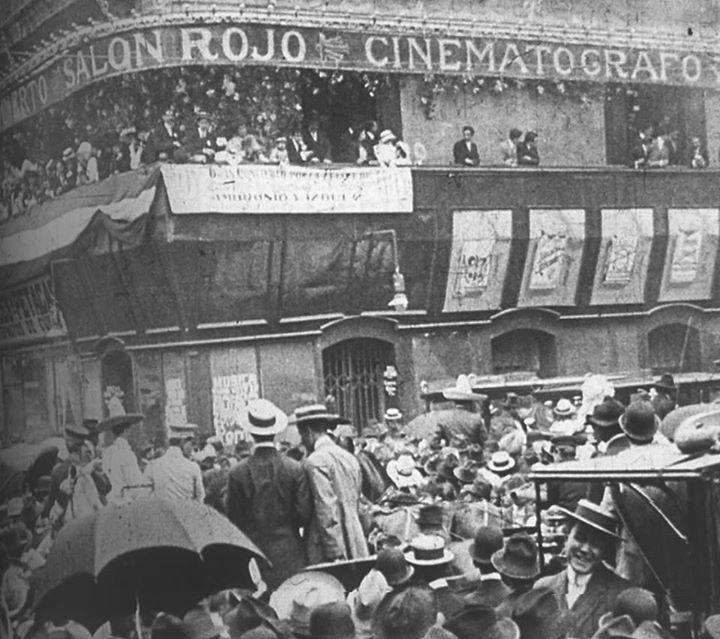 El cine llegó a México casi ocho meses después de su triunfal aparición en…
