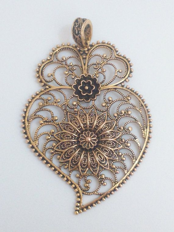 Hey, I found this really awesome Etsy listing at https://www.etsy.com/pt/listing/235363558/filigree-pendant-bronze-brass-portuguese