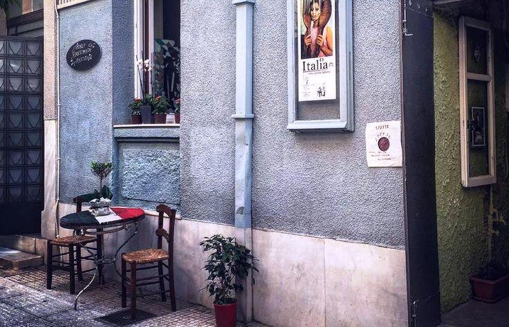 Η ιστορία του ξεκίνησε στο χωριό Κρόκος της Τήνου και στο Παγκράτι είναι η χειμωνιάτικη έδρα του. Σερβίρει μόνο pasta fresca, έχει γουστόζικο ναπολιτάνικο αέρα και τα μενού κρύβονται μέσα σε παλιά εξώφυλλα δίσκων. Αχ, αυτοί οι Ιταλοί...