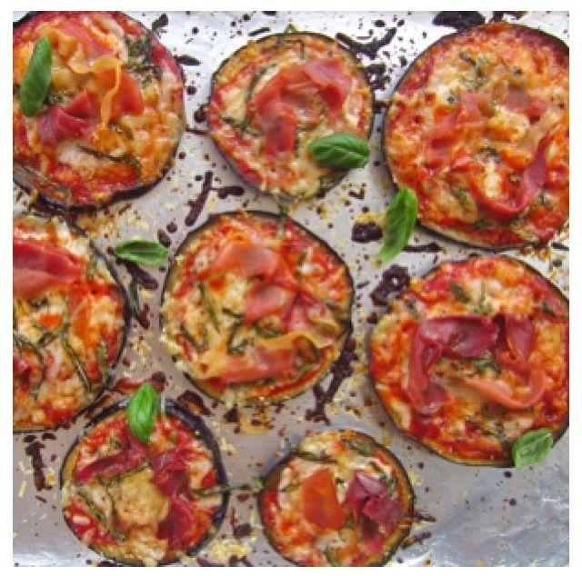 """Aqui otra receta rápida: """"Pizza de Berenjena"""" Cortamos las berenjenas en rueda, poner un poco de aceite de oliva, le agregamos ajo, sal, pimienta u otra cosa a nuestro gusto. Lo colocamos al horno durante 7 minutos. Las sacamos y le agregamos salsa, vegetales, queso, la volvemos entrar al horno por 5 minutos. Y listo tenemos Pizza deliciosas y sin remordimientos! ☺✌"""