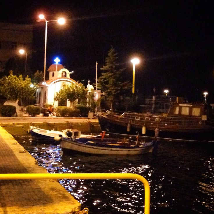 The port in Elefsina .... By night !