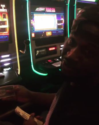 """After spending $300 on gambling I won 25cents. Ndioshi Oloshi Barawo!"" - Paul Okoye rants in Las Vegas http://ift.tt/2gIc3nI"