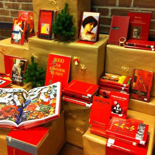 """@sandefjordbibliotek's photo: """"#julen2012 #utstilling #mittbibliotek #sandefjordbibliotek #books #bibliotek #library"""""""