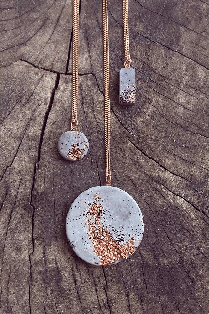 These cement pendant necklaces look beautiful! Jus…